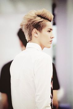 EXO. Kris. I don't know about you, but I love his side profile. Hehe