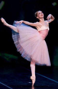 "passioneperladanza: "" Evgenia Obraztsova "" #Ballet_beautie #sur_les_pointes *Ballet_beautie, sur les pointes !*"