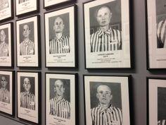 Alle gevangenen werden gefotografeerd. Hier Poolse Joden. Gallery Wall, Frame, Home Decor, Warsaw, Poland, Homemade Home Decor, A Frame, Frames, Hoop