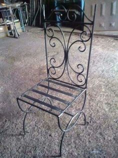 Wrought Iron Chairs, Wrought Iron Decor, Metal Chairs, Iron Furniture, Steel Furniture, Metal Bending Tools, House Gate Design, Metal Forming, Concrete Lamp