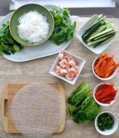 How to make Vietnamese spring rolls – a step by step guide to a fun dinner! How to make Vietnamese Spring Rolls- a step by step guide for a FUN dinner! Healthy Snacks, Healthy Eating, Healthy Recipes, Vietnamese Spring Rolls, Vietnamese Salad Rolls, Vietnamese Rice, Plats Healthy, Rice Recipes For Dinner, Rice Paper Recipes
