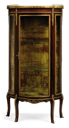 A FRENCH GILT-METAL MOUNTED MAHOGANY VITRINE OF LOUIS XVI STYLE, EARLY 20TH CENTURY