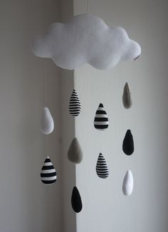Rain Cloud, decoration baby mobile, black and white baby mobile Regen-Wolke dekorative Baby mobile v Baby Room Design, Baby Room Decor, Cloud Decoration, Diy Bebe, Black And White Theme, Black White, White Nursery, Living Room White, White Home Decor