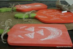Chalkboard cutting boards at Beyond The Picket Fence  http://bec4-beyondthepicketfence.blogspot.com/2013/09/chalkboardcutting-board-pumpkins.html