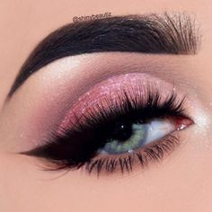 Pink Glitter Eyeshadow With Bold Pin Up Eyeliner Eye Makeup Glitter, Day Eye Makeup, Makeup At Home, Day Makeup Looks, Natural Eye Makeup, Blue Eye Makeup, Eye Makeup Tips, Makeup Ideas, Makeup Geek