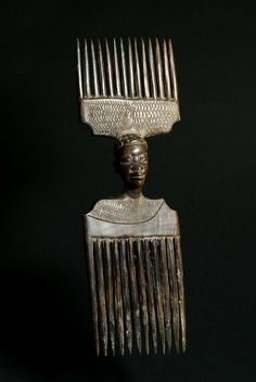 Africa | Comb from the Makonde people of Mozambique | Wood | 1970