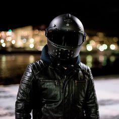 Sexy Motors and Lifestyle : Photo Custom Motorcycle Helmets, Futuristic Motorcycle, Retro Motorcycle, Motorcycle Style, Biker Style, Motorcycle Gear, Ducati, Moto Scrambler, Triumph Street Twin