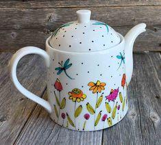 Clay Teapots, Teapots And Cups, Porcelain Ceramics, Ceramic Pottery, Cold Porcelain, White Porcelain, Bottle Art, Bottle Crafts, Painted Mugs