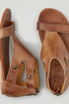 Every Bed Stu style tells a story. This unapologetic line of footwear is handcrafted from the finest natural materials. Made exclusively for AEO.  Shop the Bed Stu Soto Sandal  from American Eagle Outfitters. Check out the entire American Eagle Outfitters website to find the best items to pair with the Bed Stu Soto Sandal .