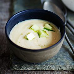 Paahda valkosipulit ensin uunissa, soseuta sitten keittoon.