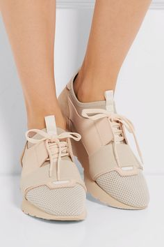 Be unique! Designer Trainers, Ladies Sneakers, Balenciaga Sneakers, Sock Shoes, Flat Shoes, Suede Sneakers, Sneakers Fashion, Fashion Shoes, Milan Fashion