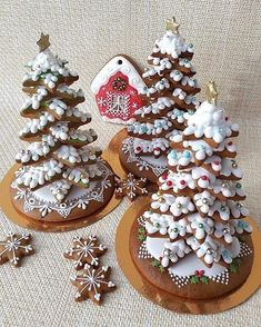 Image Article – Page 285626801353213604 Fruit Christmas Tree, Christmas Cookies Gift, Christmas Food Gifts, Christmas Gingerbread, Christmas Desserts, Christmas Baking, Gingerbread Cookies, Bolacha Cookies, Galletas Cookies