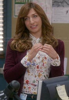 Gina's white floral print shirt on Brooklyn Nine Nine.  Outfit Details: http://wornontv.net/21953/ #Brooklyn99