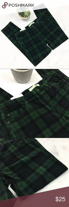 Joe Fresh Green Plaid Corduroy Pants / Jeans Brand new with tags! (001-shelf)   PRODUCT DETAILS: •Size: 11 / 12 •Colors: Green, Black •Made in Bangladesh •Measurements: Length-38inch Inseam-28.5inch Rise-9.5inch Waist-18inch •98% Cotton, 2% Spandex •Machine Wash •Slim Coupe Etroite  •Slim Leg •Sits Low On Waist •Plaid And Checks Print •5 Pockets •Soft (Furry) corduroy type material  Tags: British flannel new tags forest edgy punk pant Joe Fresh Pants Straight Leg