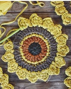The most beautiful Crochet basket and straw models Crochet Diy, Mandala Au Crochet, Crochet Sunflower, Crochet Circles, Crochet Flower Patterns, Crochet Home, Love Crochet, Crochet Motif, Crochet Crafts