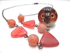Red circus necklace spring jewelry in coral red di MyLittleBlueDot, €18.95