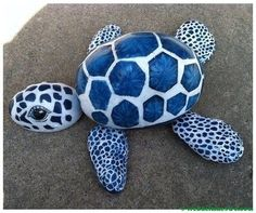 This interesting list of turtle painted rock will give you many ideas. See examples of this extraordinary turtle painted rocks. Turtle Painting, Pebble Painting, Pebble Art, Stone Painting, Diy Painting, Art Rupestre, Art Pierre, Turtle Rock, Rock Painting Designs