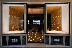This Lisbon restaurant on old building's street level in city centre was designed by the local João Tiago Aguiar Arquitectos. Lisbon Restaurant, Restaurant Design, Restaurant Entrance, Restaurant Pictures, Bar Interior, Interior Walls, Entrance Design, Exterior, Arquitetura