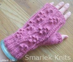 pretty fingerless gloves <3