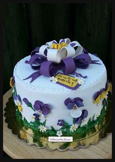 Pansy cake3 Pansies, Birthday Cake, Cakes, Desserts, Food, Birthday Cakes, Meal, Deserts, Essen
