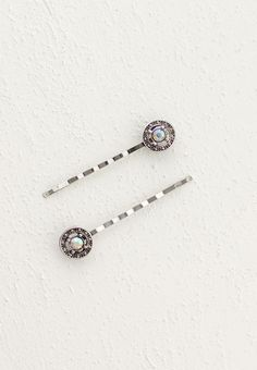 Lilla Rose Inc - Set of bobby pins adorned with a lovely circle set with aurora borealis stone.