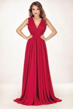 Rochia de seara lunga Timea este alegerea ideala pentru orice femeie care isi doreste sa impresioneze la orice eveniment, printr-o aparitie simpla si sofisticata simultan. Confectionata din voal de matase, rochia lunga rosie impresioneaza prin design-ul feminin si elegant, prin culoarea seducatoare, si prin detaliile care ii confera un farmec aparte. Creata astfel incat sa flateze orice tip de silueta, rochia rosie lunga de seara sporeste farmecul si feminitatea oricarei purtatoare…