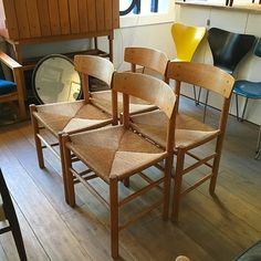 """Børge Mogensen klassik J39 stoler, Danmark. Vintage i god stand#picoftheday #ny ibutikk# 8 Stk fines come and grab' em#moderntribute #oslo #midcentury…"", Oslo"