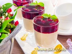 Chocolate souffle with cherry sauce Small Desserts, Sweet Desserts, Sweet Recipes, Russian Desserts, Russian Recipes, Dessert Drinks, Dessert Recipes, Recipe To Make Chocolate, My Favorite Food