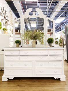 Beautiful dresser painted white using chalk paint. Chalk Paint Dresser, Using Chalk Paint, Chalk Paint Furniture, Painted Dressers, Dresser Furniture, Interior Design Tips, Interior Design Inspiration, Armoire Dresser, Furniture Inspiration