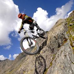 Sometimes is the combination of components that makes a mountain bike a great ride, not just the quality (or cost) of each individual component. Lessons to be learnt here for Systems Integration. Parkour, Mtb, Mountain Biking, Tours, Road Bikes, Extreme Sports, Bike Life, The Great Outdoors, Kayaking