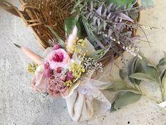 ブライダルオーダー ブーケプルズ用ミニ花束 プリザーブドフラワー&ドライフラワーで制作しています。 一生枯れません◡̈  オーダー承ります◟̆◞̆ Glass Vase, Floral Wreath, Wreaths, Photo And Video, Instagram, Decor, Atelier, Floral Crown, Decoration
