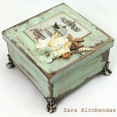 Keep up with the times. Decoupage Vintage, Decoupage Box, Painted Wooden Boxes, Wood Boxes, Barn Wood Crafts, Wooden Crafts, Shabby Chic Jewellery Box, Cigar Box Crafts, Altered Cigar Boxes