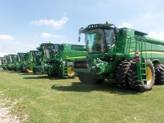 John Deere combines from right to left:2-680s,9550,9500,S680,2-9870s