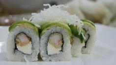 Mi favorito personal: Dragon Roll Z  Roll relleno de tempura de langostino y queso crema, por fuera láminas de palta, crocante fideo de arroz y salsa de anguila picante.
