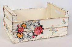 De Todo, Un Poco .: Reutilizando cajones de madera De Todo, Un . Decoupage Art, Decoupage Vintage, Crate Crafts, Diy And Crafts, Wood Crates, Wood Boxes, Foto Transfer, Popular Crafts, Pretty Box