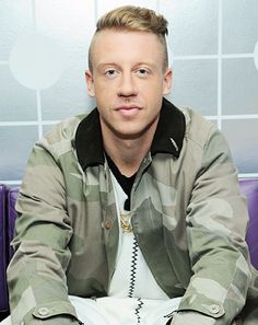 Macklemore Posts Vine of Fiancee Receiving Her VMA Dress