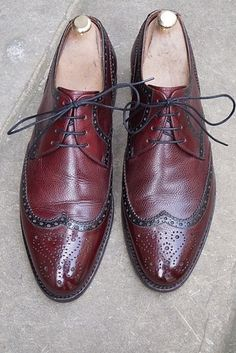 Or, if they're not quite the right color leather, you can dye 'em. | 19 Fabulous Hacks To Make Your Shoes Look And Fit Perfectly Every Time