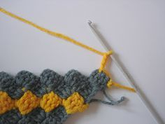 The Lazy Hobbyhopper: How to crochet diagonally - Crochet diagonal box stitch tutorial ♡ Teresa Restegui http://www.pinterest.com/teretegui/ ♡