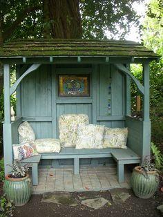 Gemütliche Sitzmöglichkeit >> 2011 May Inviting Vines Garden Tour 061   Flickr - Photo Sharing!