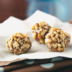 Maple nut truffles: 5 ingredients - 1-1/2 cups semisweet chocolate chips - 4 oz cream cheese, softened - 1-1/2 cups confectioners' sugar - 3/4 teaspoon maple flavoring - 1 cup chopped walnuts...