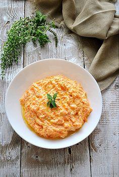 Greek yogurt and carrot salad! Turkish Recipes, Greek Recipes, Light Recipes, Ethnic Recipes, Feta, Appetizer Salads, Middle Eastern Recipes, Healthy Salad Recipes, Mediterranean Recipes
