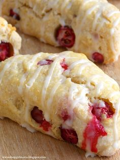 Sink your teeth into these delicious Simple Fresh Cranberry Scones Recipe and you'll be in food heaven. These fresh cranberry scones are easy to make too. Gourmet Recipes, Baking Recipes, Dessert Recipes, Scone Recipes, Baking Ideas, Mini Scones, Cherry Scones, Lemon Scones, Cranberry Orange Scones