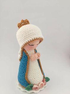 Christmas Items, Christmas Crafts, Christmas Decorations, Crochet Dolls, Crochet Hats, Mary And Jesus, Needlepoint Pillows, Crochet Basics, Crochet Slippers