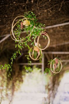 Hanging flower designs for fall.  BWEvents brookeward.events@gmail.com 559.280.9991 www.brookewardevents.com  Photo by Leslie Marie @lesliemariephotos @lesliemarie_photography @HistoricSevenSycamores