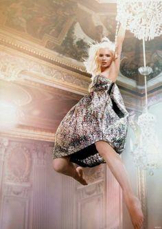 Sasha Luss dans la prochaine vidéo publicitaire de Harmony Korine pour Dior / #dioraddict eau de toilette