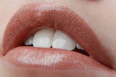 1 layer Praline Rose #LipSense, 2 layers Bombshell LipSense, topped with Gold Glitter Gloss