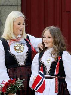 Mette Marit & Her Daughter Adele, Maud Of Wales, Ingrid Alexandra, Norwegian Royalty, Historical Clothing, Mette Marit, Norway, Celebrity Style, Daughter