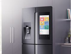 Give your family an easy to use central food unit with the Samsung Family Hub Smart #Fridge. #homegadgets
