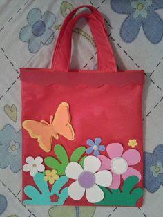 Blog da Criança!!!: Sacola de TNT Fabric Bags, Felt Fabric, Baby E, Paper Birds, Diy Gift Box, Classroom Crafts, Patchwork Bags, Kids Bags, Party Bags