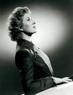 Greer Garson reminds me of both my mother and grandmother ... such classic and effortless beauty, poise and grace.